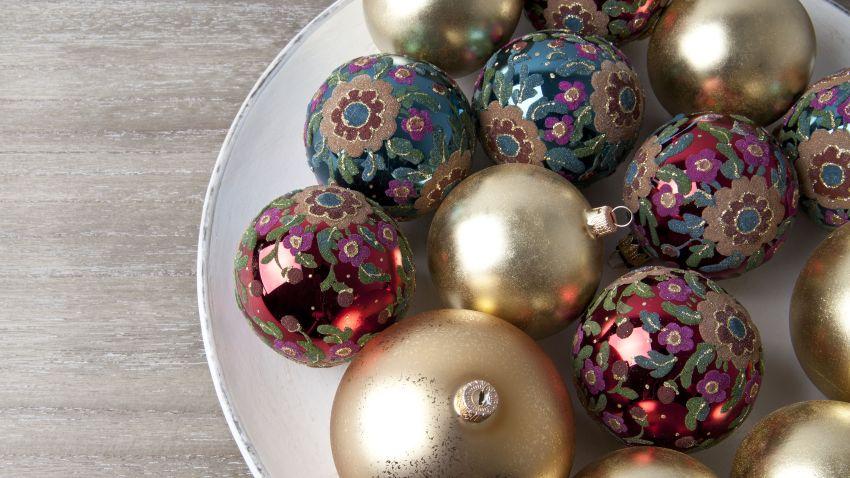 květované vánoční ozdoby