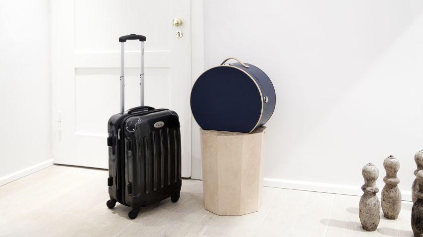 příruční skořepinový kufr