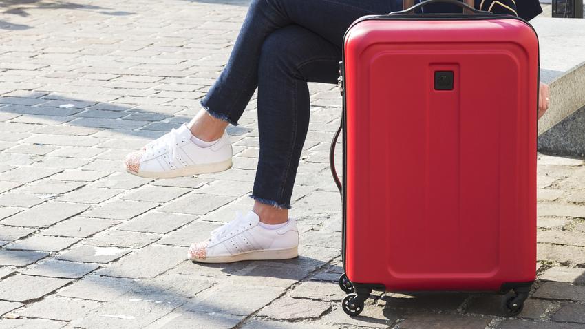 čtyřkolový skořepinový kufr