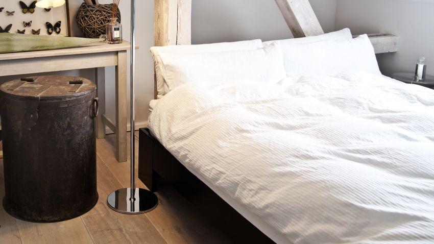 plechový noční stolek