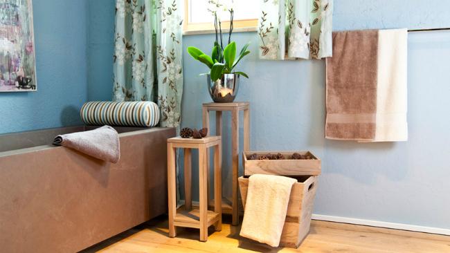 Badgestaltung mit Holzelementen