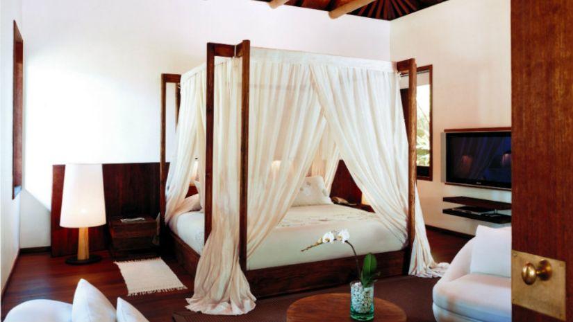Baldachin Bett dunkles Holz