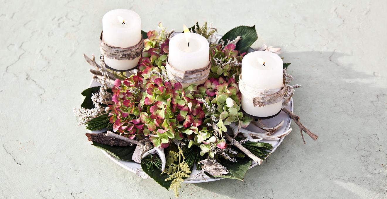 schlichter Adventskranz mit Kerzen