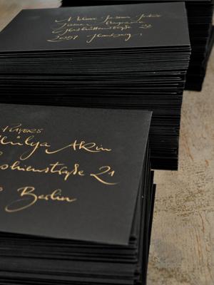 Jeannine Platz Kalligraphie schwarze Kärtchen