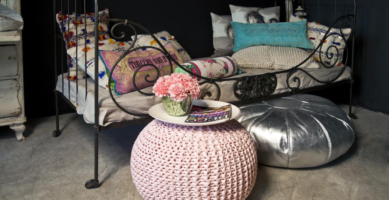 Cojines de suelo formas y colores westwing - Cojines para sentarse ...