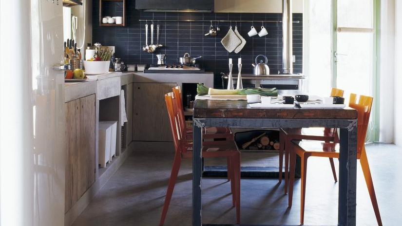 Cocinas alargadas c mo distribuir el espacio westwing for Mesas para cocinas estrechas