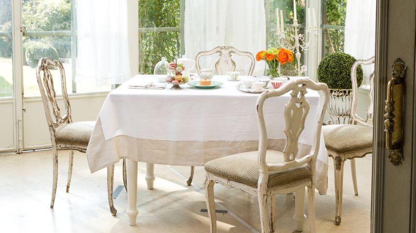 Sillas isabelinas muebles con personalidad westwing for Sillas isabelinas tapizadas modernas