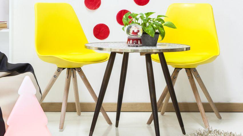Sillas amarillas brillante vitalidad westwing for Sillas cocina negras