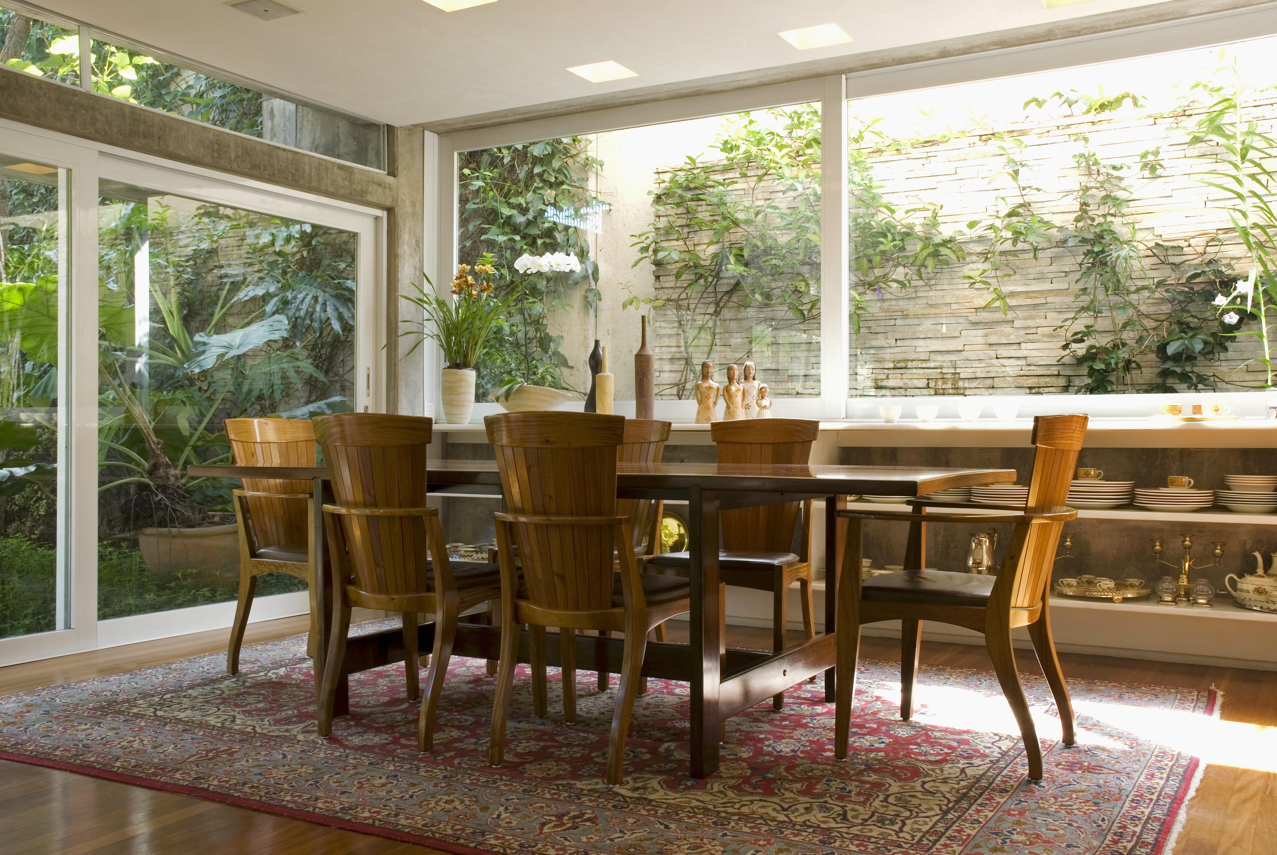 Muebles de comedor de madera casa natural westwing - Muebles de madera natural ...