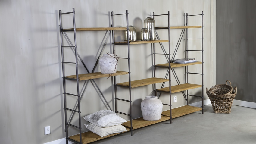 Estanter as de estilo industrial un loft de ny westwing for Mueble de pared industrial