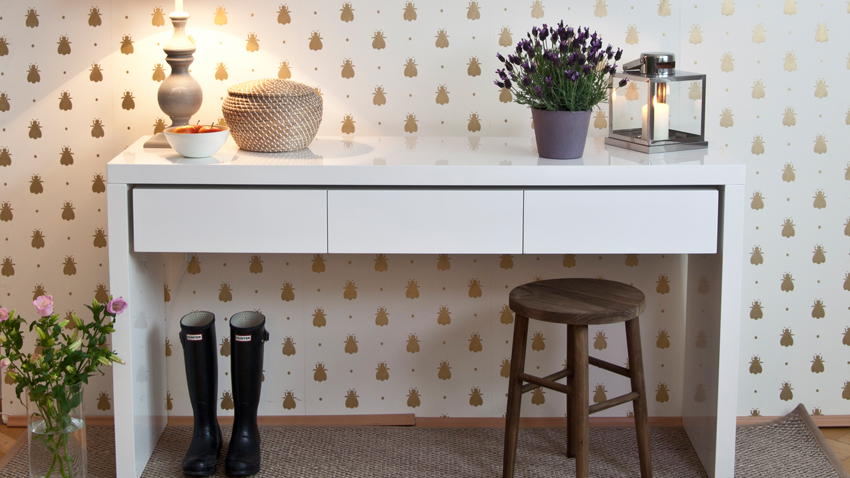 Papel pintado dorado paredes de lujo westwing for Papel pintado blanco y plata