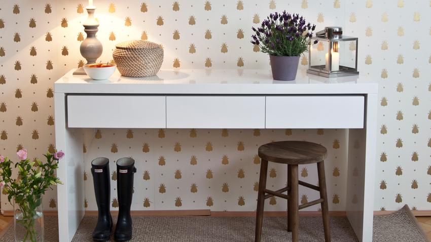 Papel pintado dorado paredes de lujo westwing for Papel pintado para salon blanco