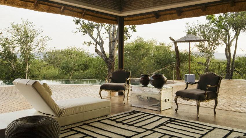 Tumbonas de terraza da la bienvenida al sol westwing for Suelos patios rusticos