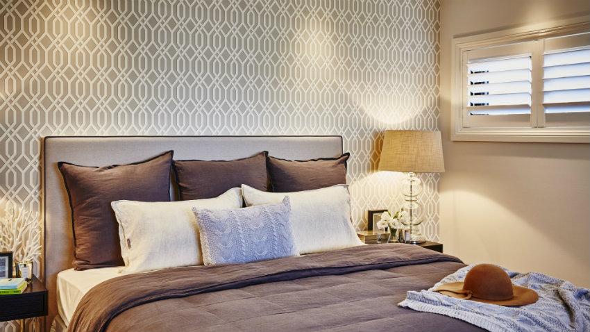 Papel pintado marr n c lida elegancia westwing - Papel pintado dormitorio principal ...
