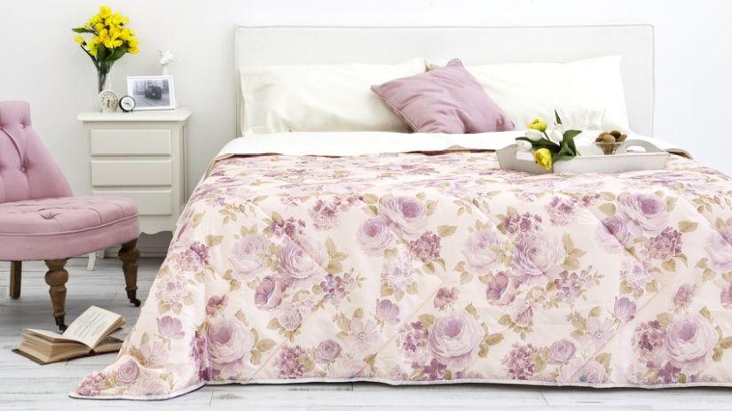 Joli lit blanc