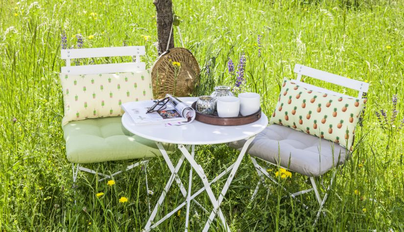 chaises de jardin en métal blanc