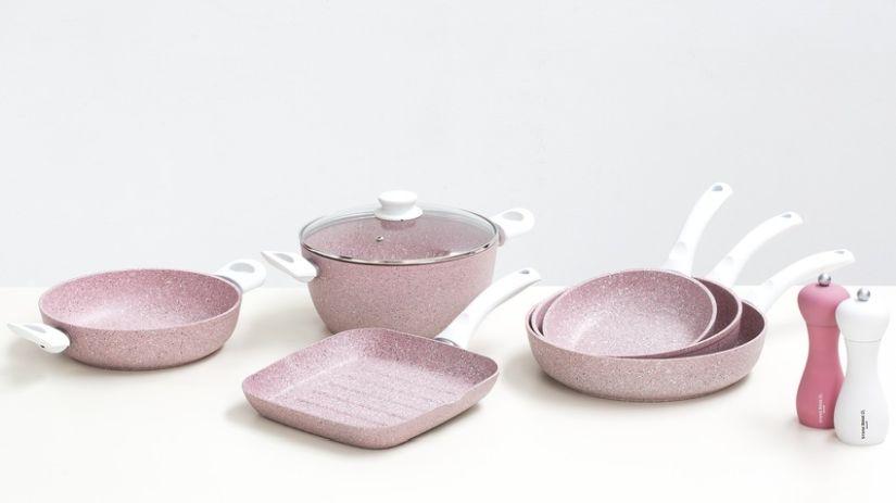 Ensemble de poêles design roses