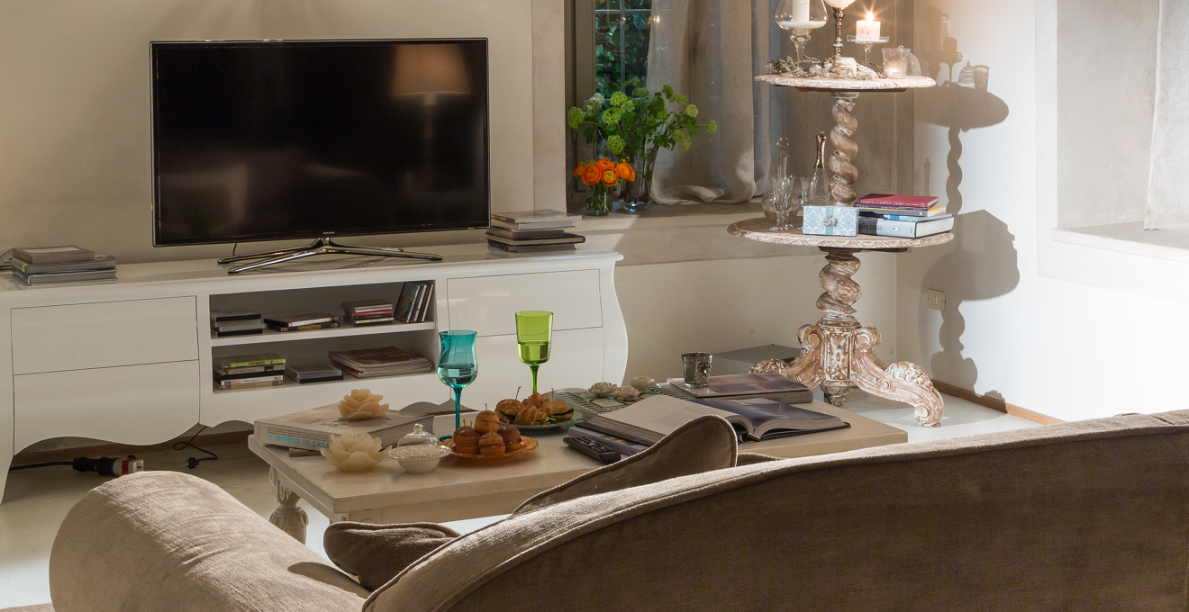Tv Les Meilleurs Accessoires Pour T L Sur Westwing # Dimension Meubles Tv Ecran Plat