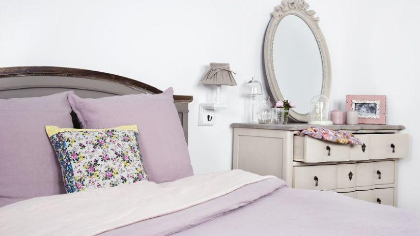 Grand lit en bois gris