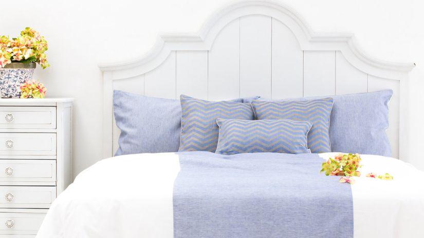 lit en bois une chambre qui a du style westwing. Black Bedroom Furniture Sets. Home Design Ideas