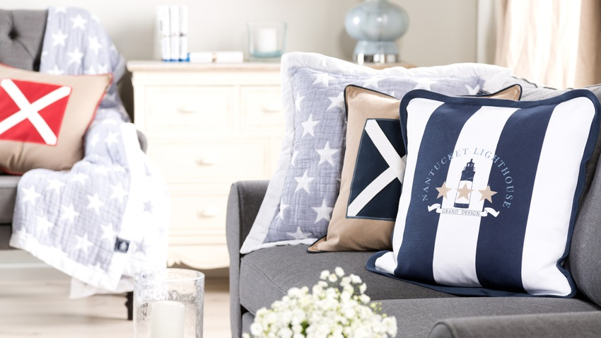 coussin bleu marine un int rieur l gant westwing. Black Bedroom Furniture Sets. Home Design Ideas
