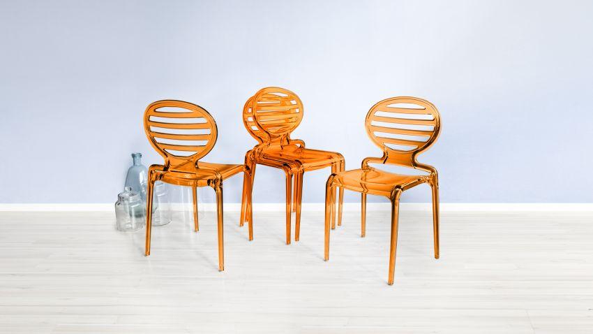 Chaise De Couleur Harmonieuse Et Confortable
