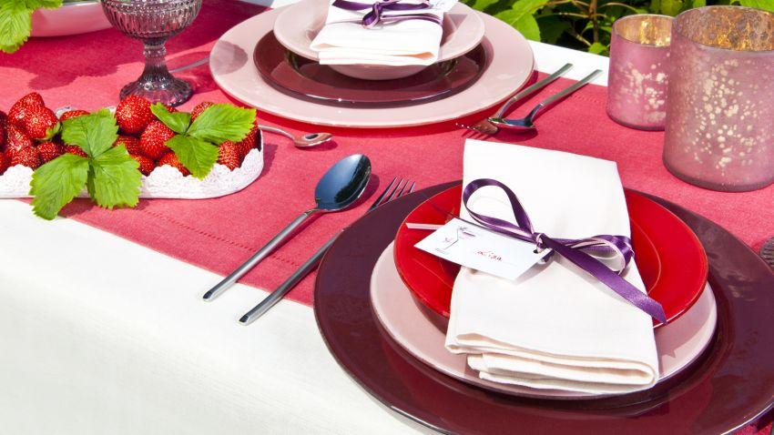 assiette rouge d co couleur passion westwing. Black Bedroom Furniture Sets. Home Design Ideas