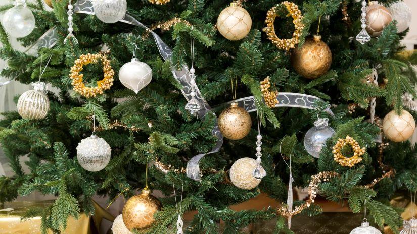 Jolies boules de Noël transparentes