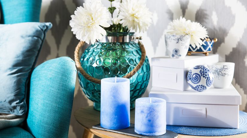 Petites bougies bleues cylindriques