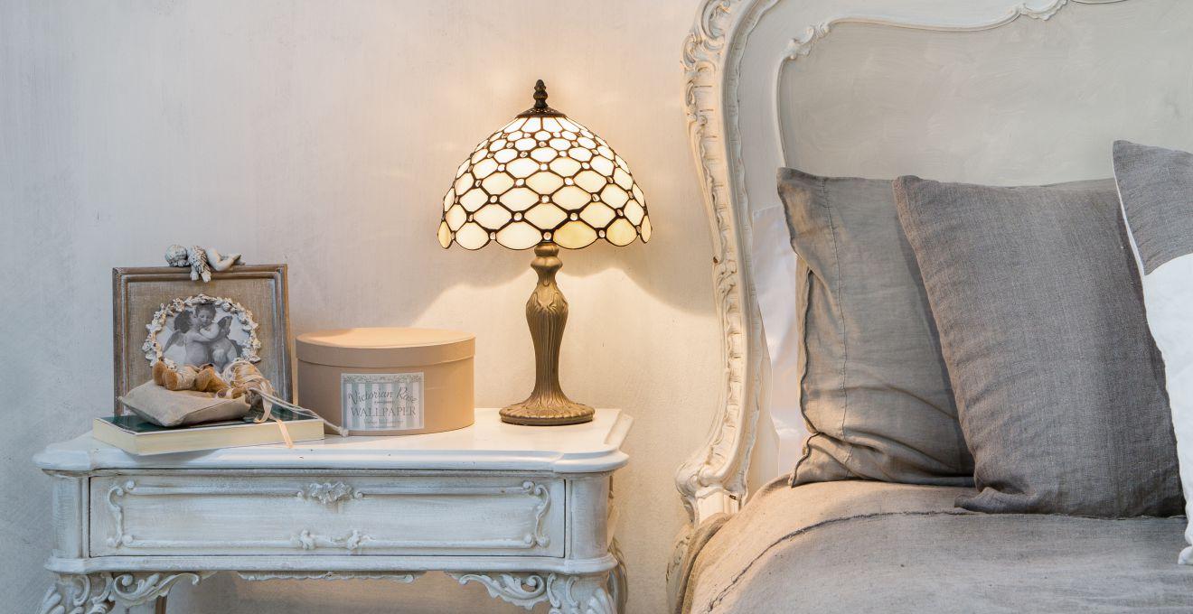 Comodino antico arredare la camera da letto dalani e - Lampade per comodino letto ...
