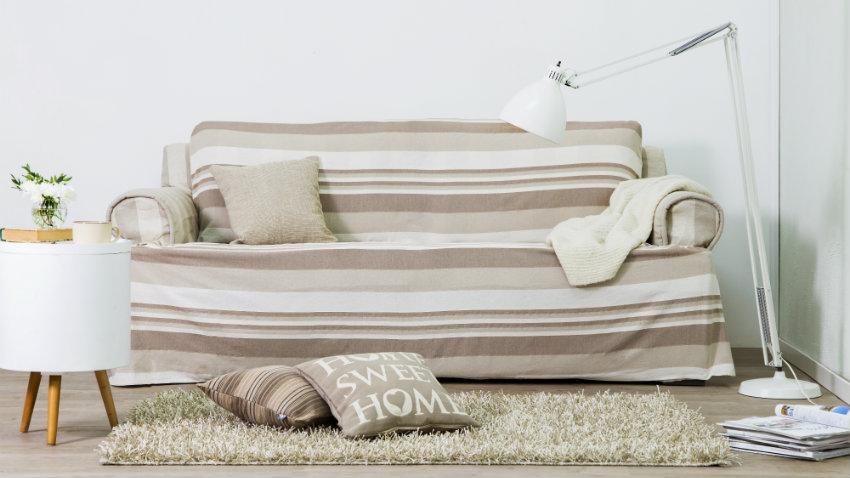 Copridivani stile e comfort in soggiorno westwing - Come coprire un divano rovinato ...