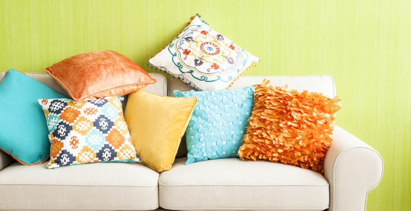 Cuscini tessili per la casa colorati e versatili dalani for Cuscini colorati per divani