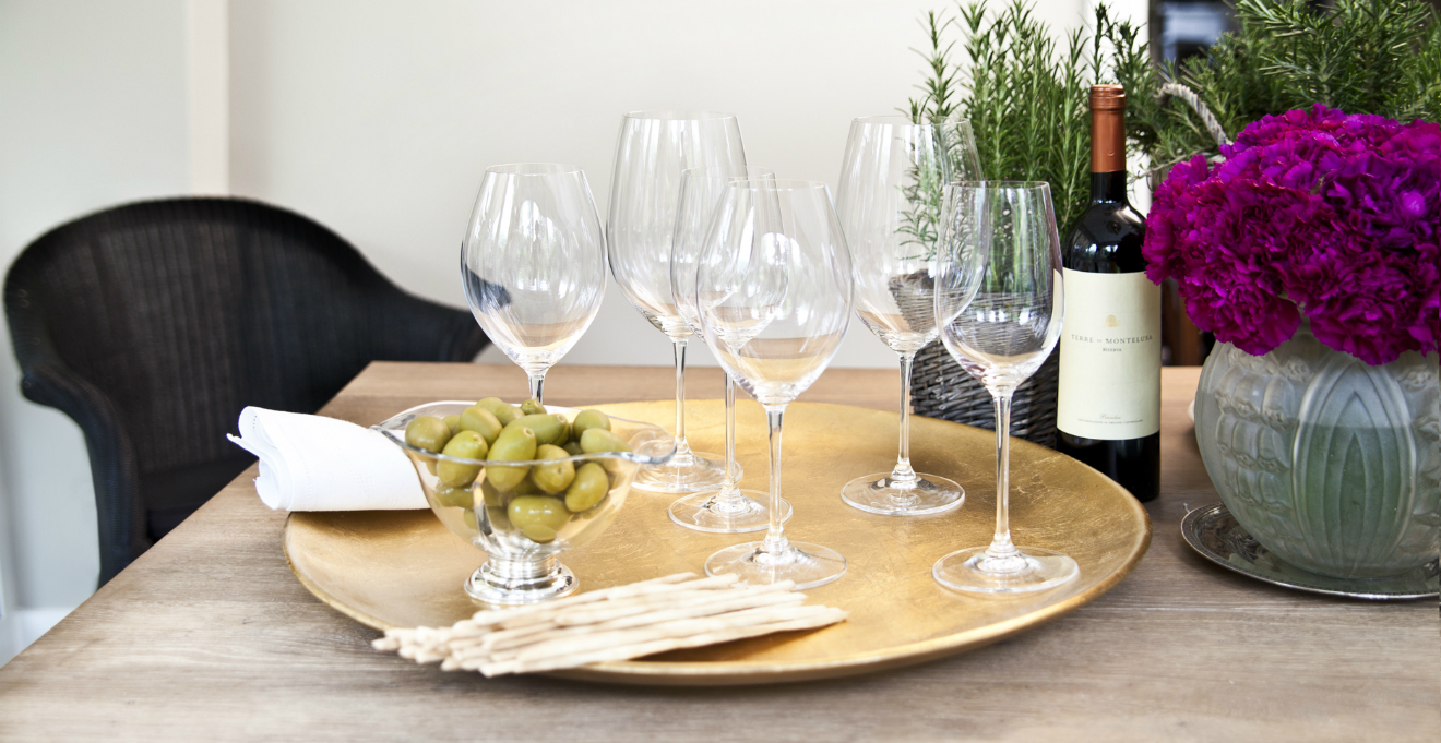Bicchieri bianchi tradizione ed eleganza dalani e ora westwing - Disposizione bicchieri a tavola ...