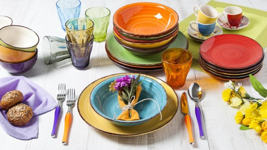 Emejing Servizio Piatti Colorati Cucina Photos - Design & Ideas ...