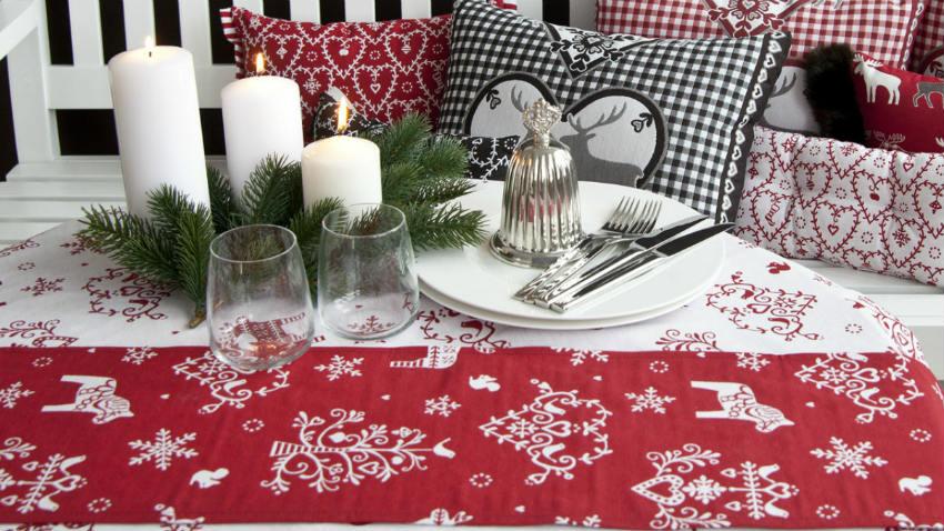 Runner natalizi decorazioni per la tavola di natale for Decorazioni da tavolo natalizie