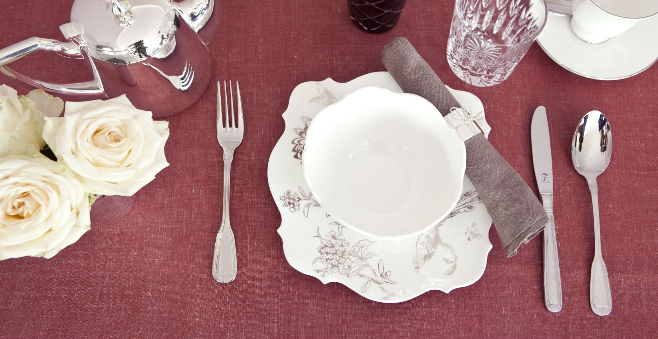 Posate in argento luminosa eleganza dalani e ora westwing - Tovaglie da tavola eleganti moderne ...