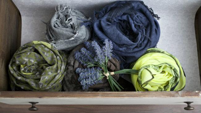 cambio degli armadi cassetto sciarpe lavanda profumatore