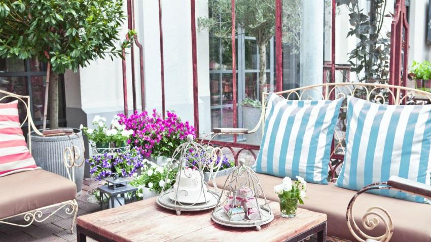 Dondolo Da Giardino In Ferro Battuto : Mobile da giardino in ferro battuto acquista mobili da giardino