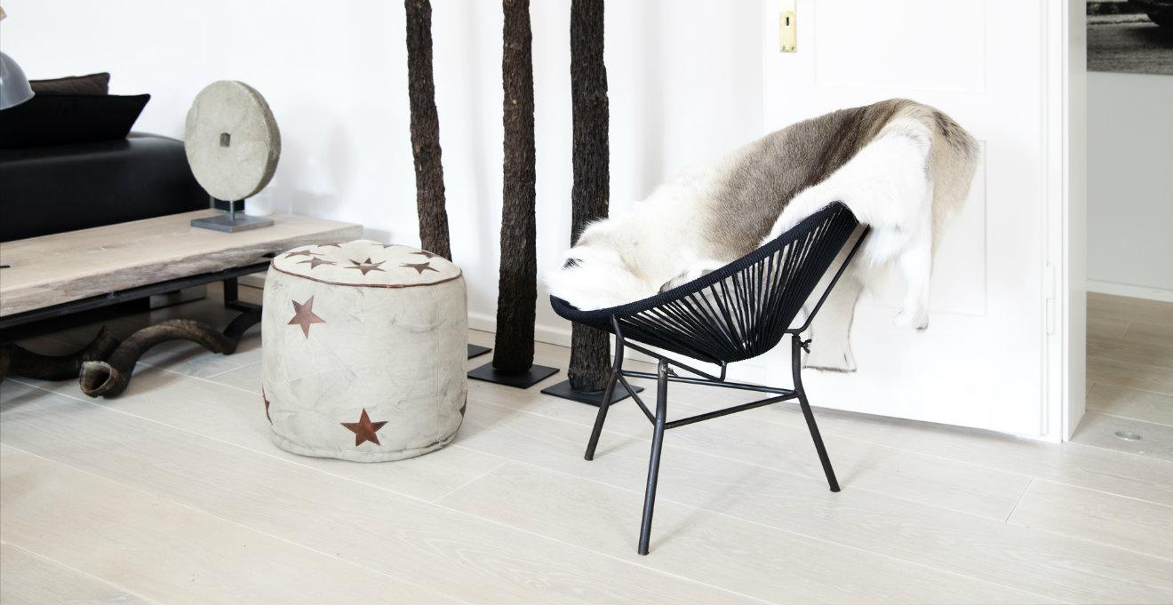 Sedie grigie fascino inconfondibile dalani e ora westwing for Sedie design grigie