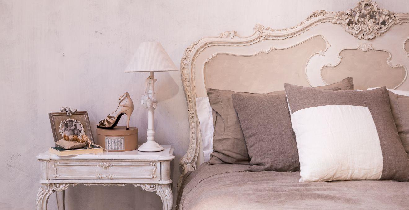 Lampade da comodino luci soffuse prima di dormire for Lampade da parete ikea