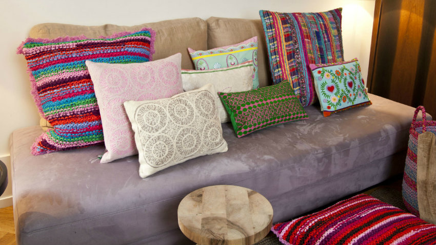Cuscini etnici colore e originalit dalani e ora westwing for Cuscini eleganti per divani