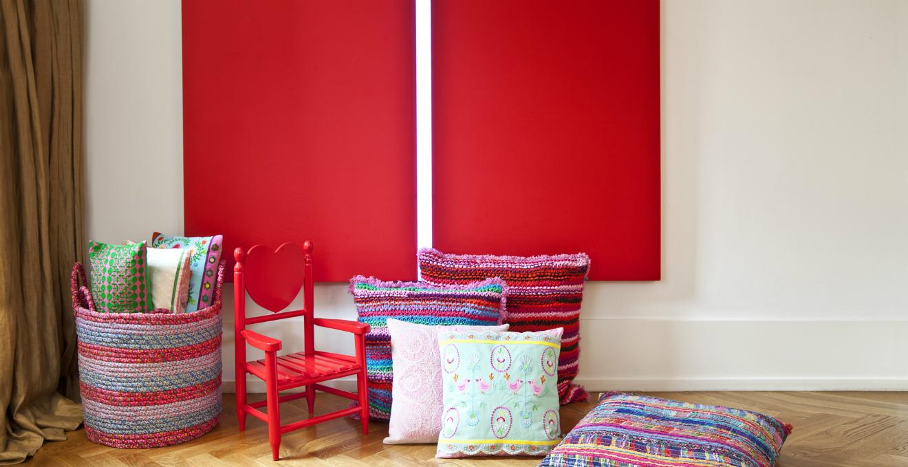 Libreria rossa colore e ordine alla cultura dalani e for Parete rossa soggiorno