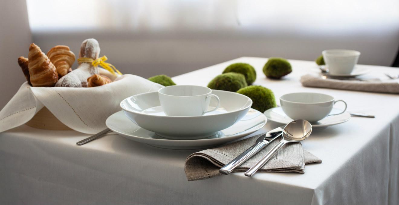 Servizio di piatti bianchi