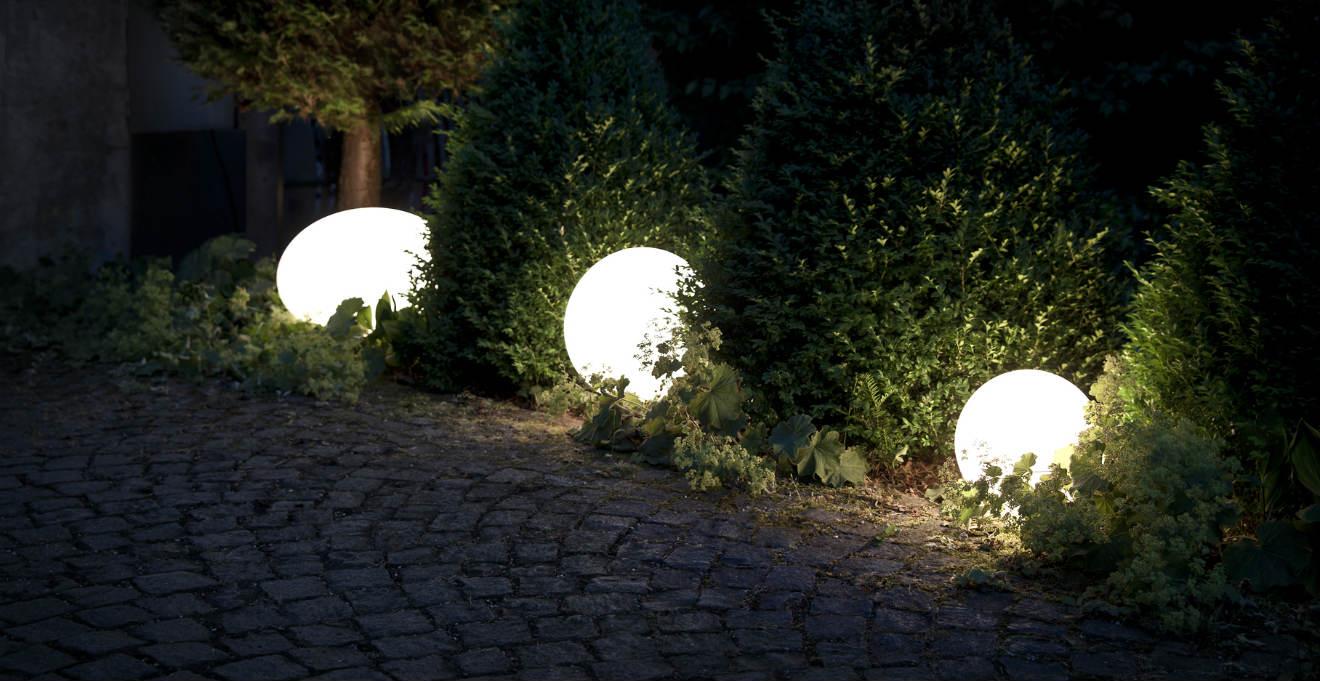 Westwing lampade in carta di riso luce romantica in giardino