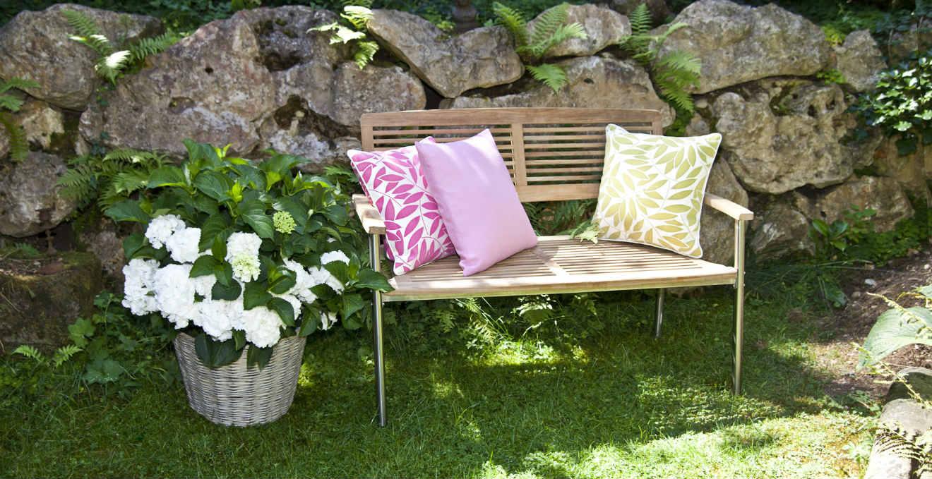 panche da giardino rilassarsi nella natura dalani e ora. Black Bedroom Furniture Sets. Home Design Ideas