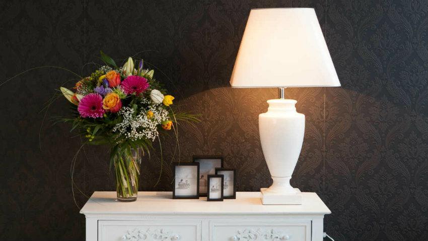 Lampade da tavolo in ottone di helena frantova per okolo
