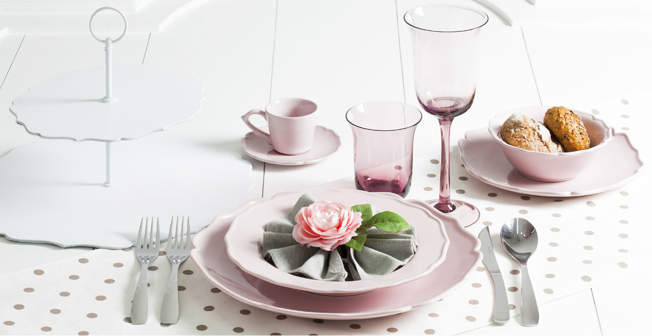 Cucina lilla delicato fascino girlie westwing dalani e ora westwing - Tovaglie da tavola eleganti moderne ...