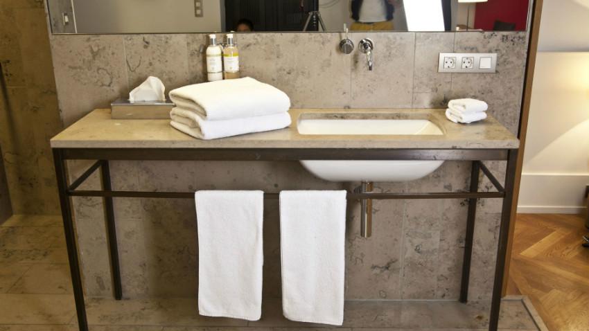 Mobile bagno con lavabo eleganza e comfort dalani e ora westwing - Lavabo angolare bagno ...