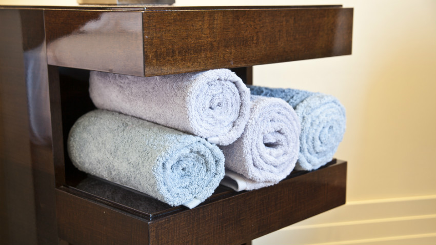 Decorazioni per bagno charme nella salle d 39 eau dalani e - Decorazioni in legno per mobili ...
