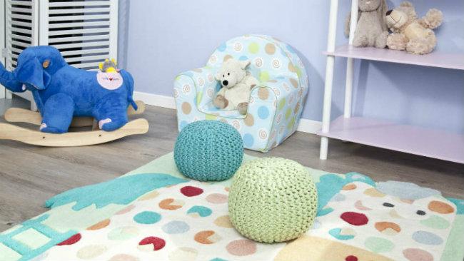 camerette per neonati poltrona tappeto pouf giochi